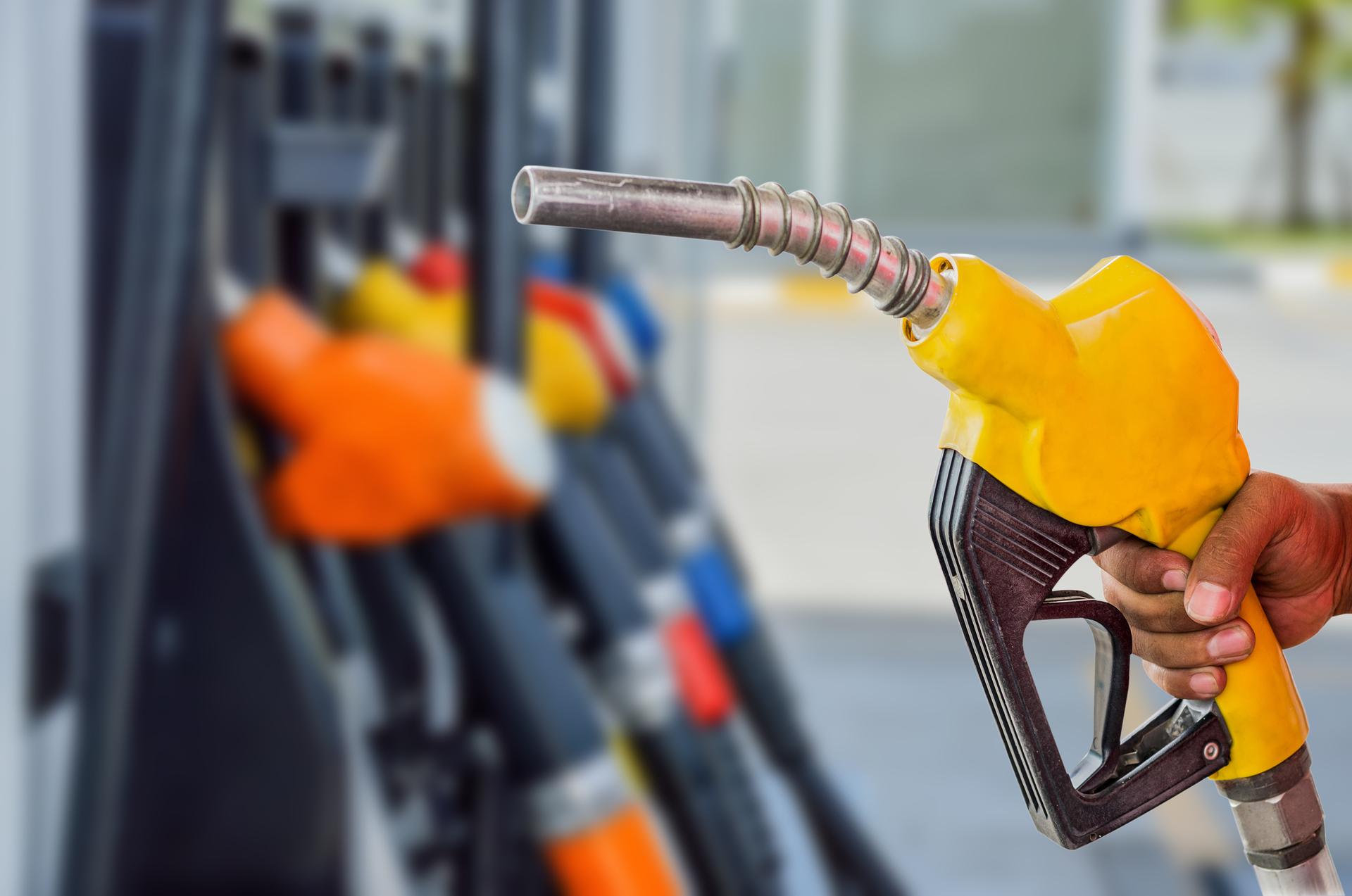 """En France :Fini la """"pause coronavirus"""", le prix des carburants regrimpe"""
