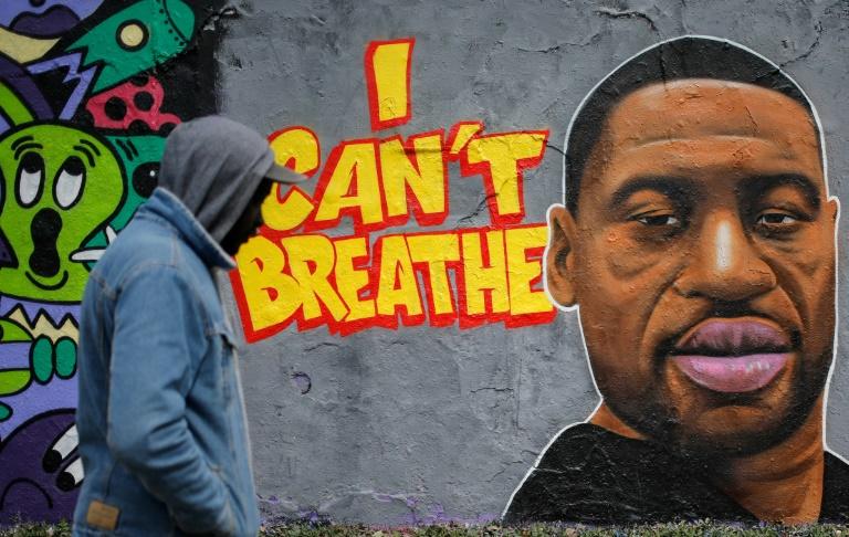"États-Unis :La mort de Floyd requalifiée en ""meurtre"", quatre policiers inculpés"