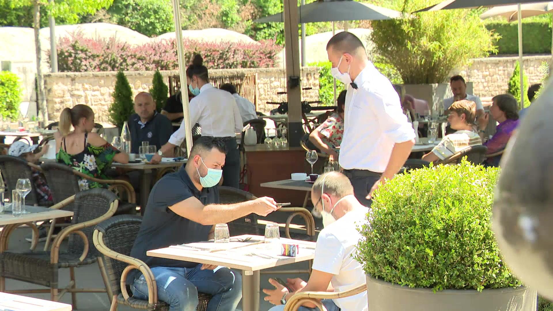 Bilan de la réouverture des restaurants et cafés :Des sourires sous les masques malgré les pertes