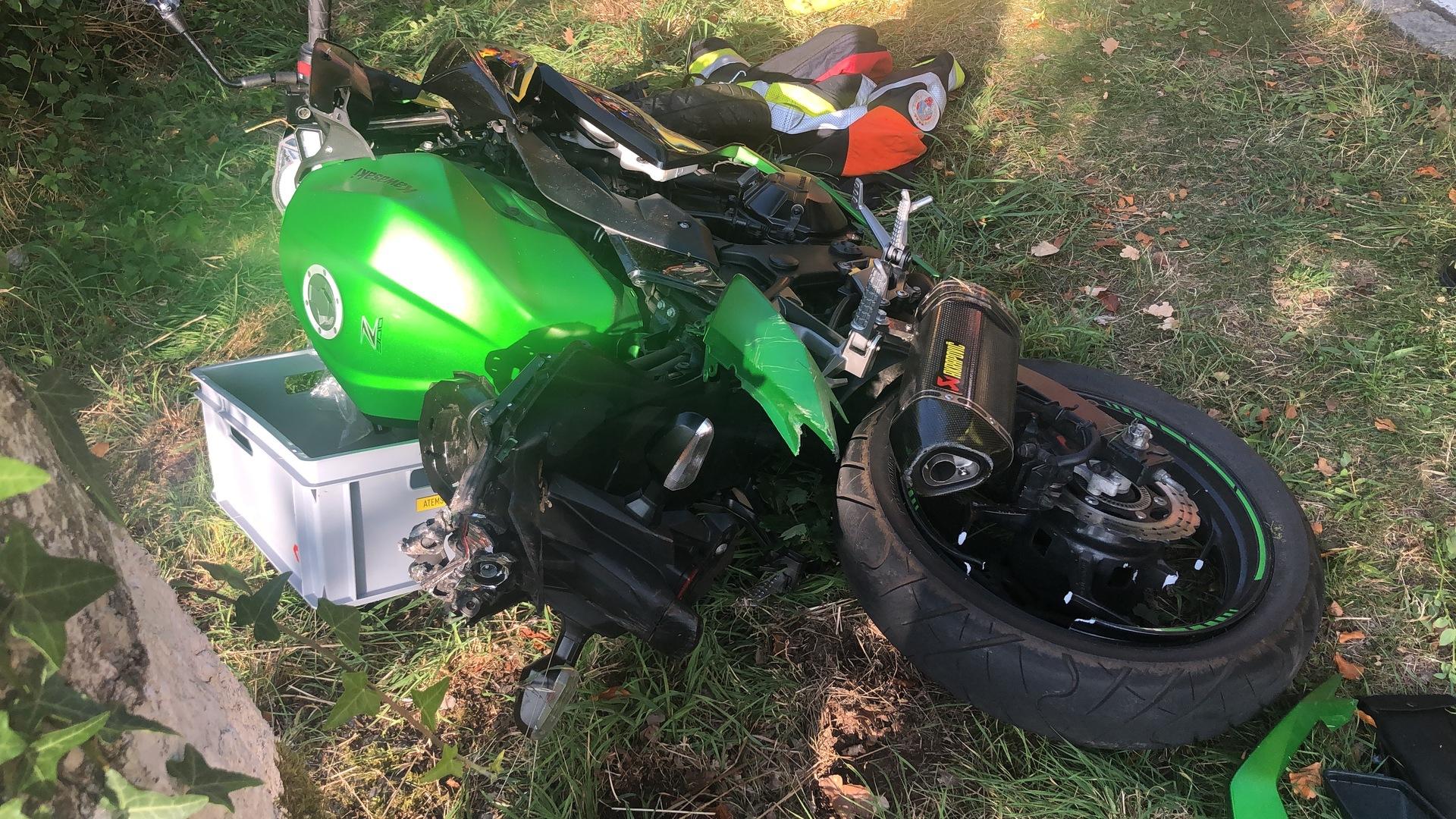 Sortie de route :Une motarde a eu un grave accident dans le nord du pays