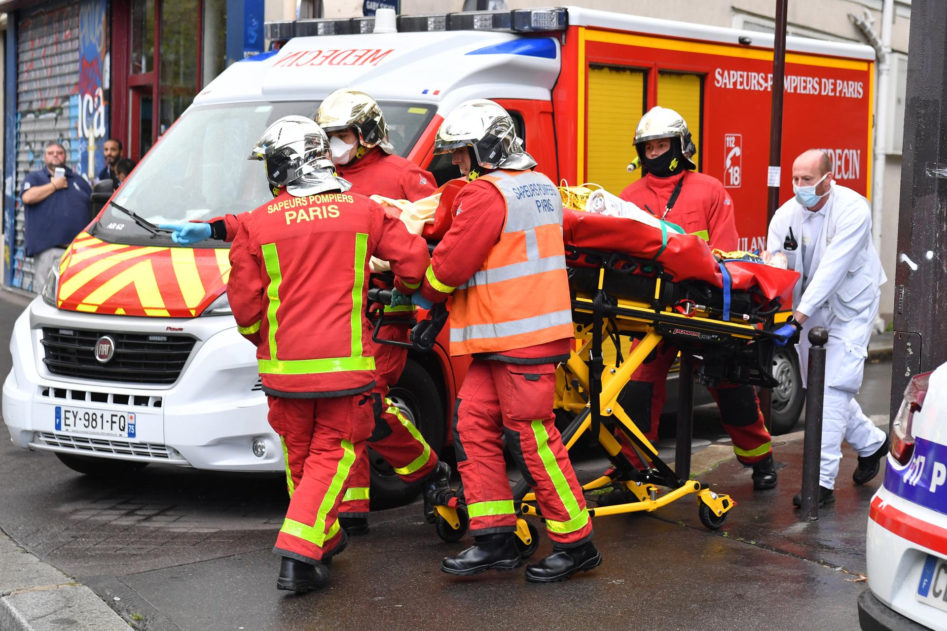 """Deux personnes en """"urgence absolue"""" :Attaque près des anciens locaux de Charlie Hebdo, au moins quatre blessés"""