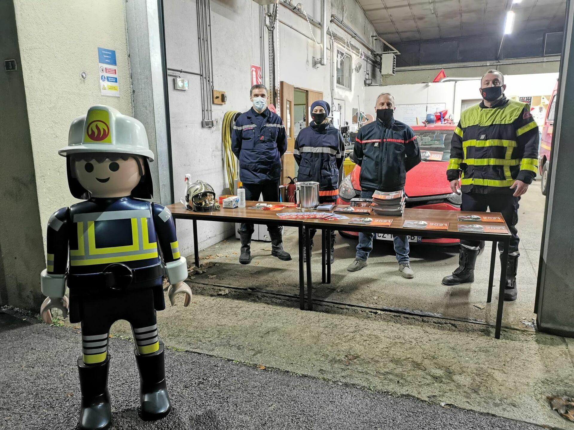 """La solidarité plus forte que le Covid :Les pompiers de Villerupt créent un """"drive"""" pour leurs calendriers"""
