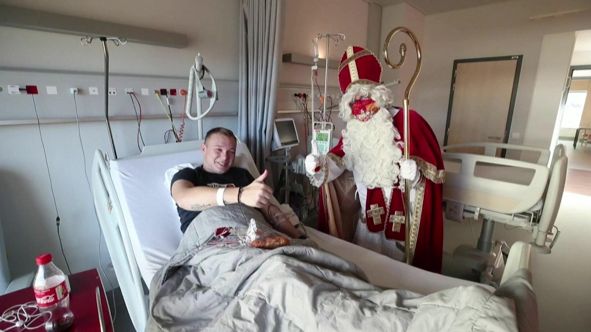 En visite dans un hôpital de Liège :Saint-Nicolas respecte les gestes barrières