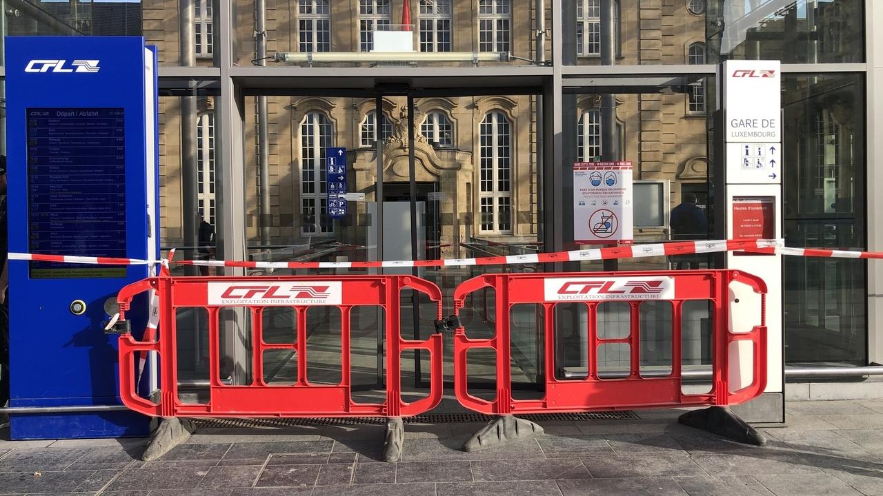 Des piétons l'ont échappé belle :Un conducteur perd les pédales et termine contre la gare de Luxembourg