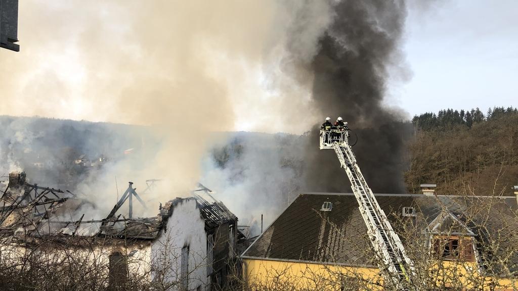 La circulation perturbée :Une ferme a pris feu à Bavigne