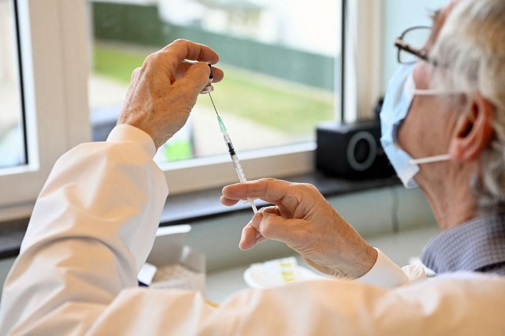 Le bout du tunnel? :Grâce au vaccin, la mortalité recule dans les maisons de repos belges