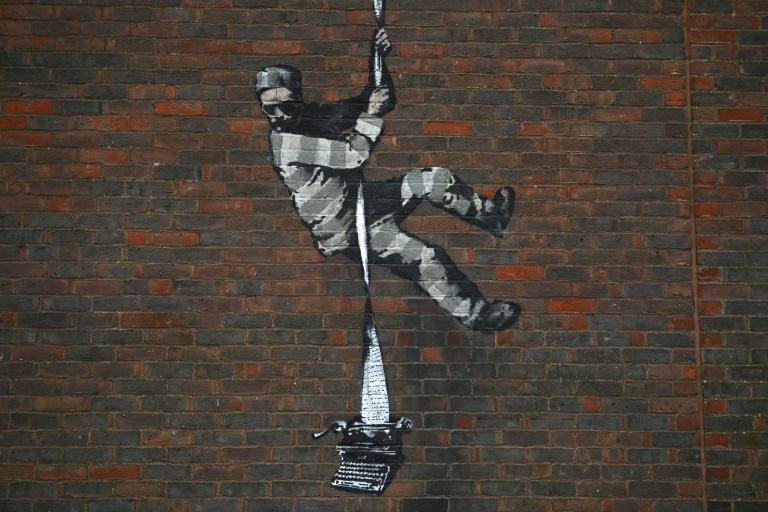 Angleterre :Banksy revendique un graffiti sur les murs de la prison d'Oscar Wilde