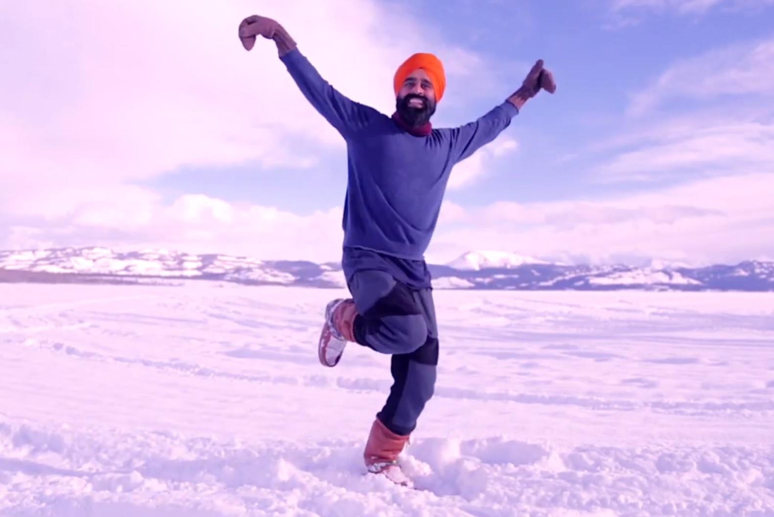 Il va bien! :La joyeuse danse d'un Canadien après avoir été vacciné contre le Covid
