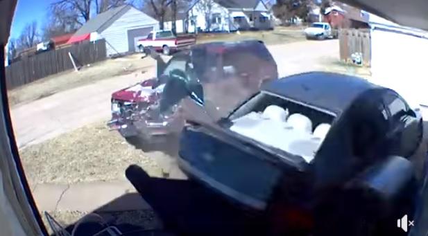 Buzz :Arrêté pour avoir défoncé la voiture de son ex